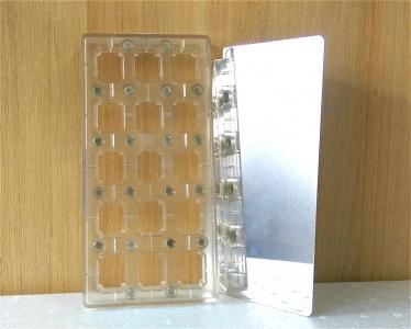 Khuôn chocolate hình chữ nhật trong ép/in hoa văn bề mặt chocolate
